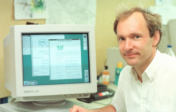 Photo of Tim Berners Lee in front of a computer