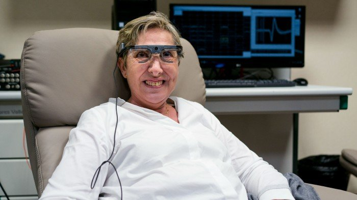 Bernardeta Gómez wearing the glasses with the cameras that helped to restore her vision.