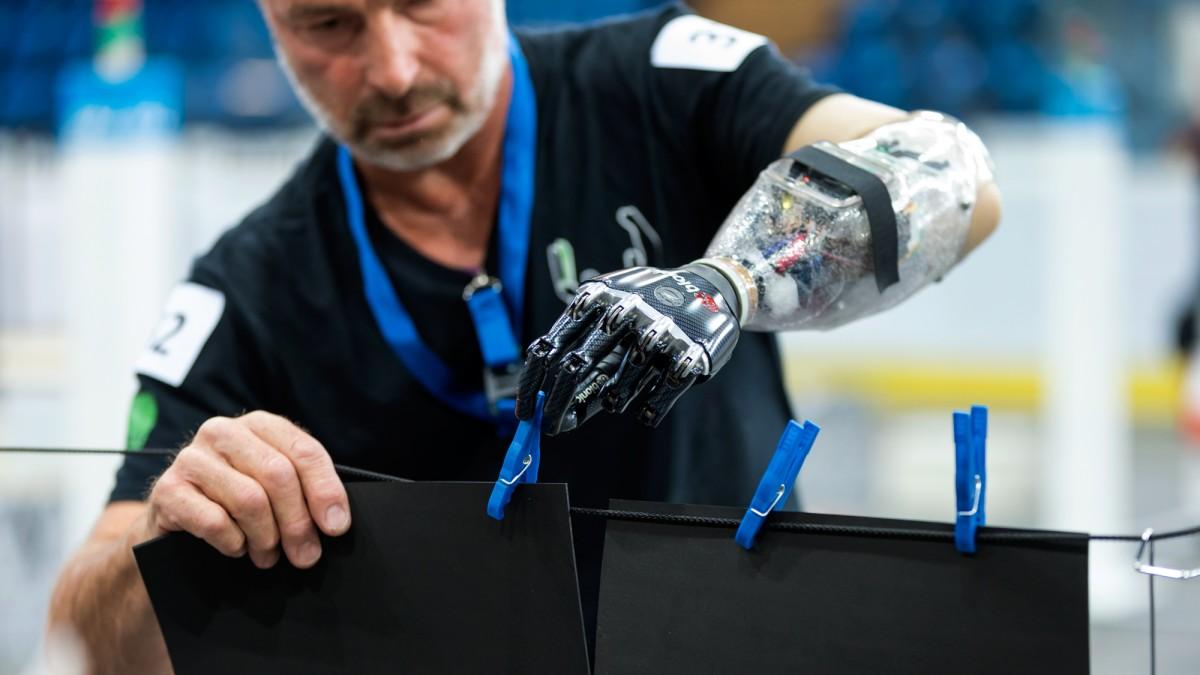 disabled technology help cyborg olympics 2000