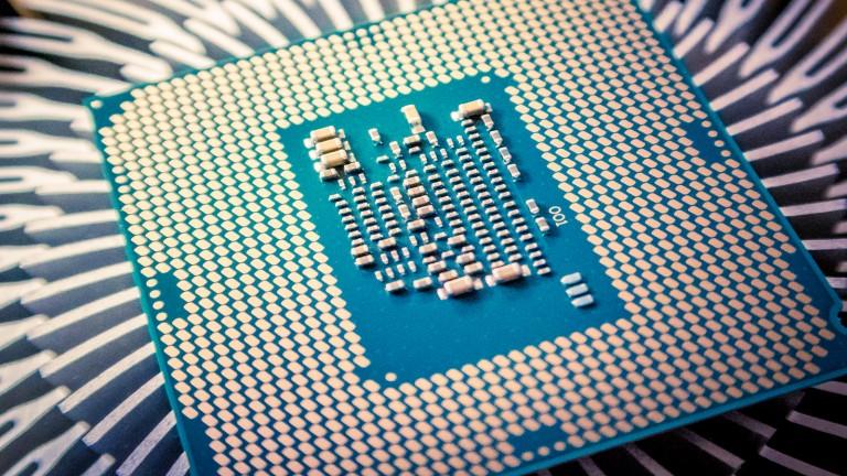 An Intel Core i5-7600 processor