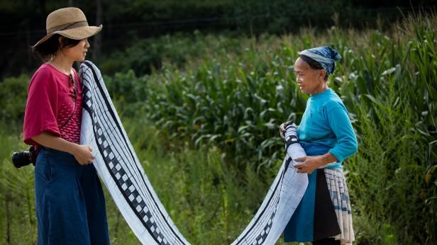 Photo of Hui and woman unfurling cloth