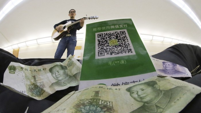 Street Musician takes WeChat Pay
