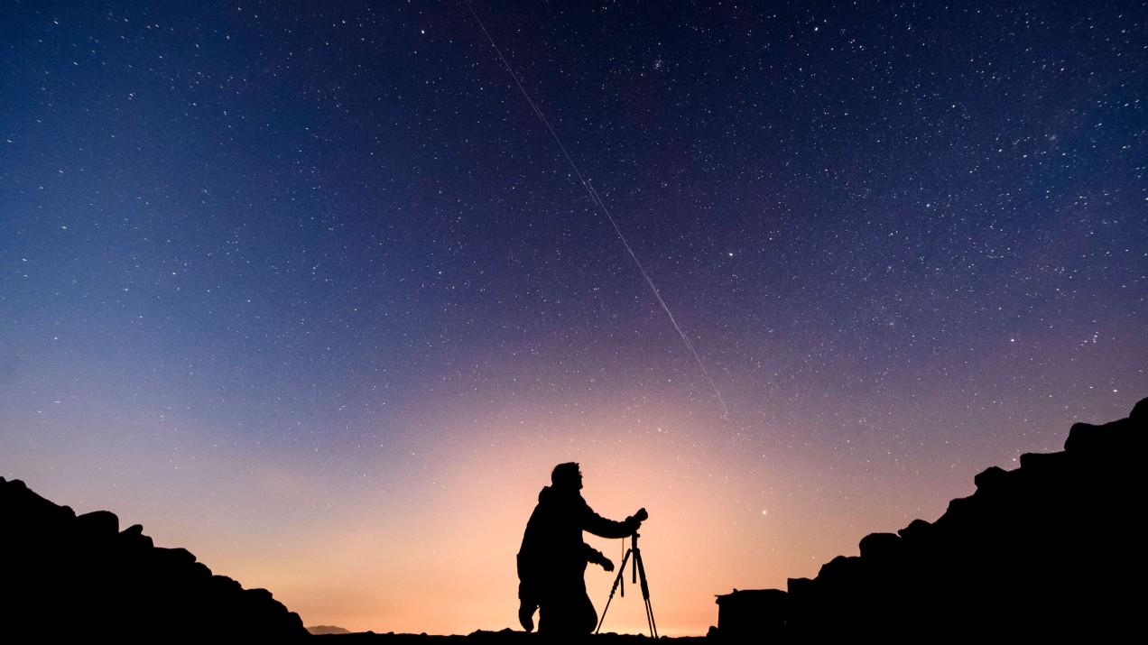 Astronomer Starlink night sky