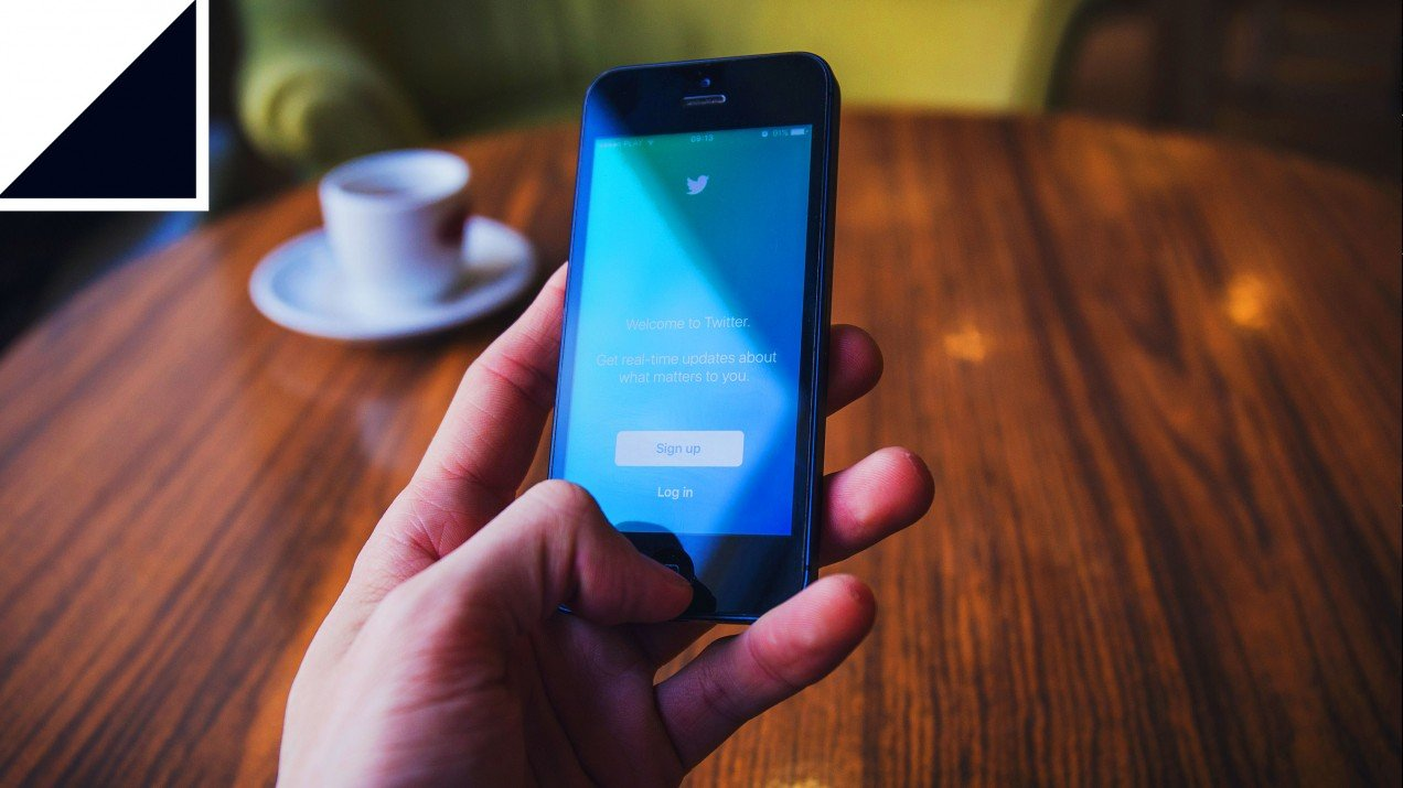 Image of phone on the twitter login page