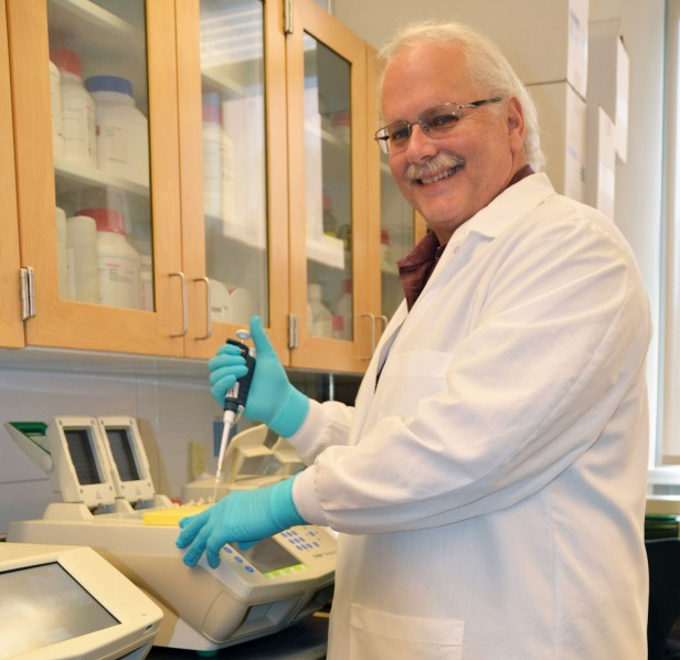 Ralph Baric in his lab