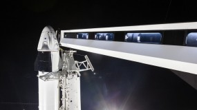 Image of Falcon 9 rocket with Dragon crew capsule on top vertical.