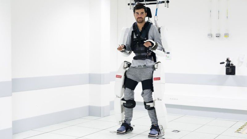 A brain-controlled exoskeleton has let a paralyzed man walk in the lab
