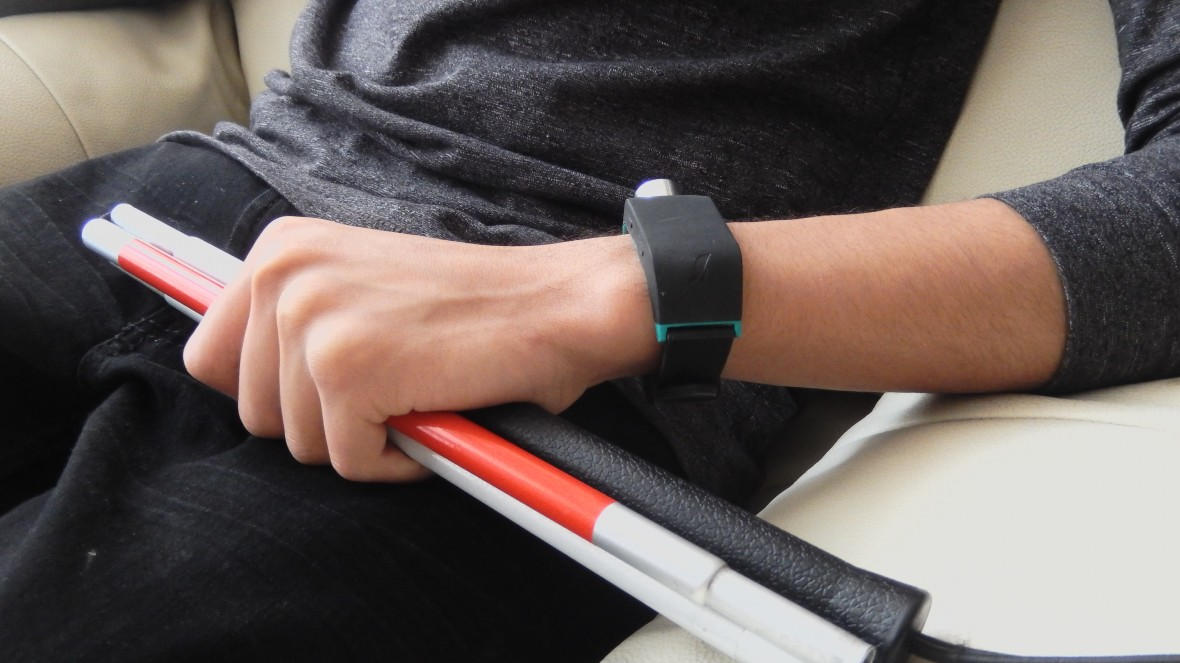 A Smart Watch to Help Blind People Navigate