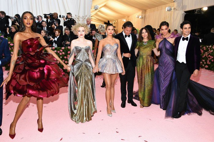 An image of actresses at the Met Gala wearing 3D printed Zac Posen desings