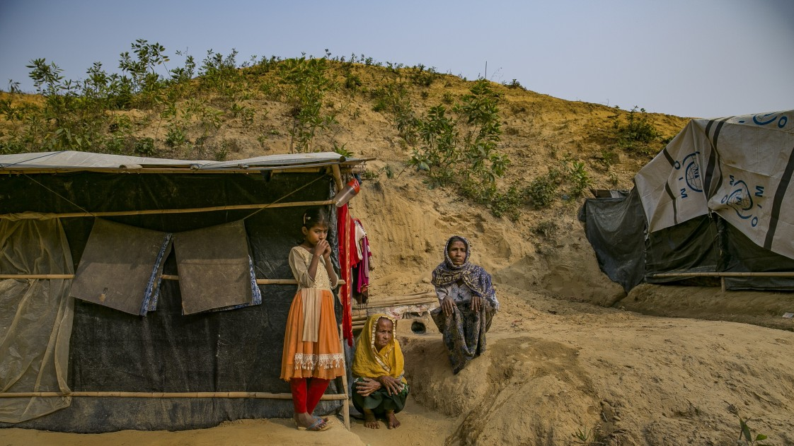 Image of child and women in Myanmar.