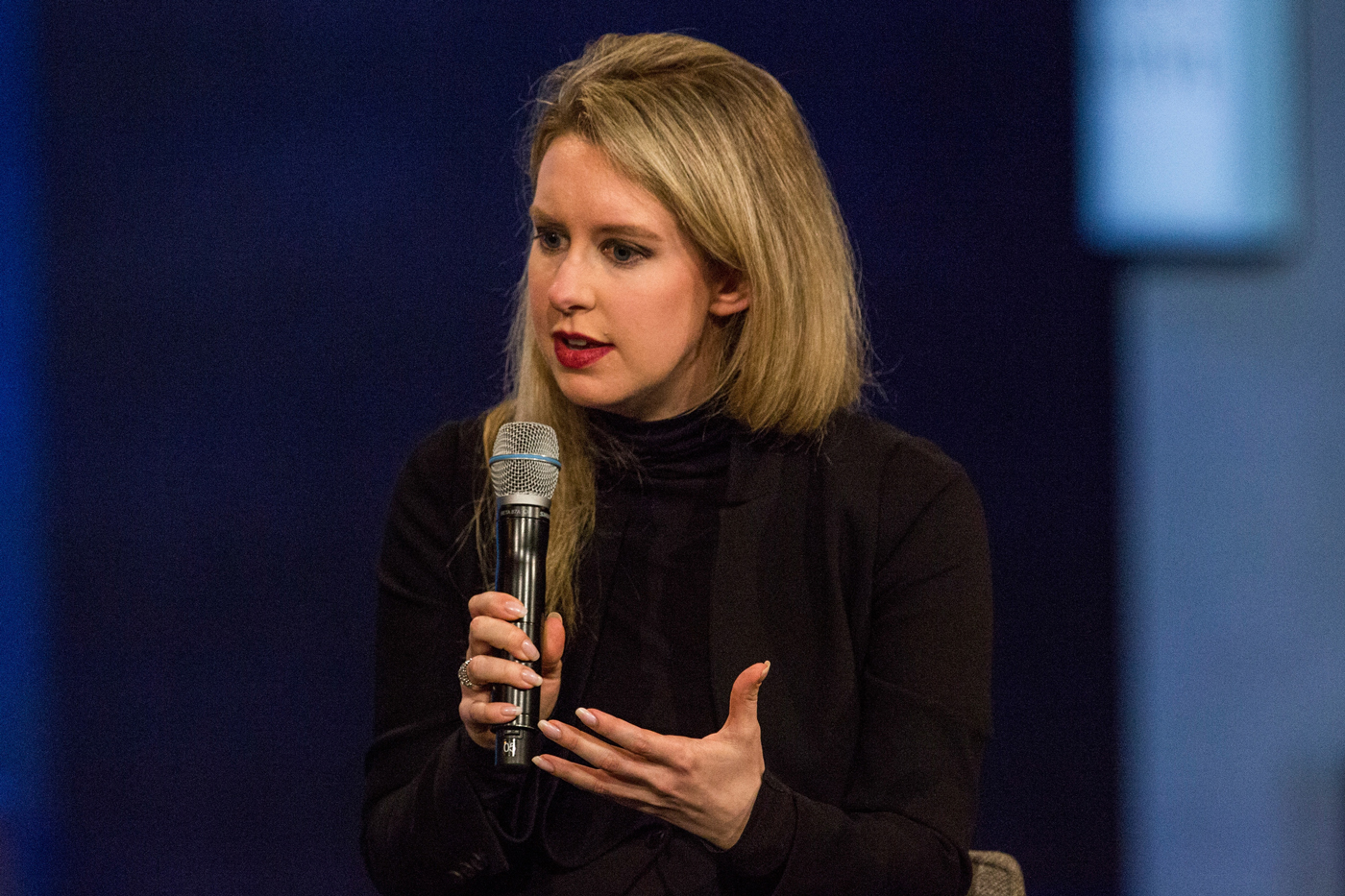 "Theranos Unveils ""MiniLab"" Invention to a Skeptical Audience"