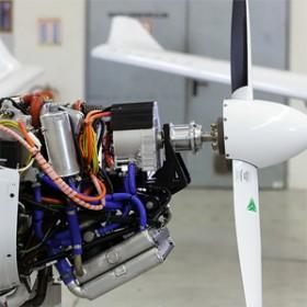 plane with a hybrid drivetrain