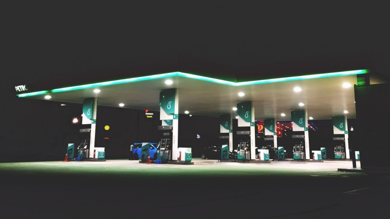 A dumb gas station