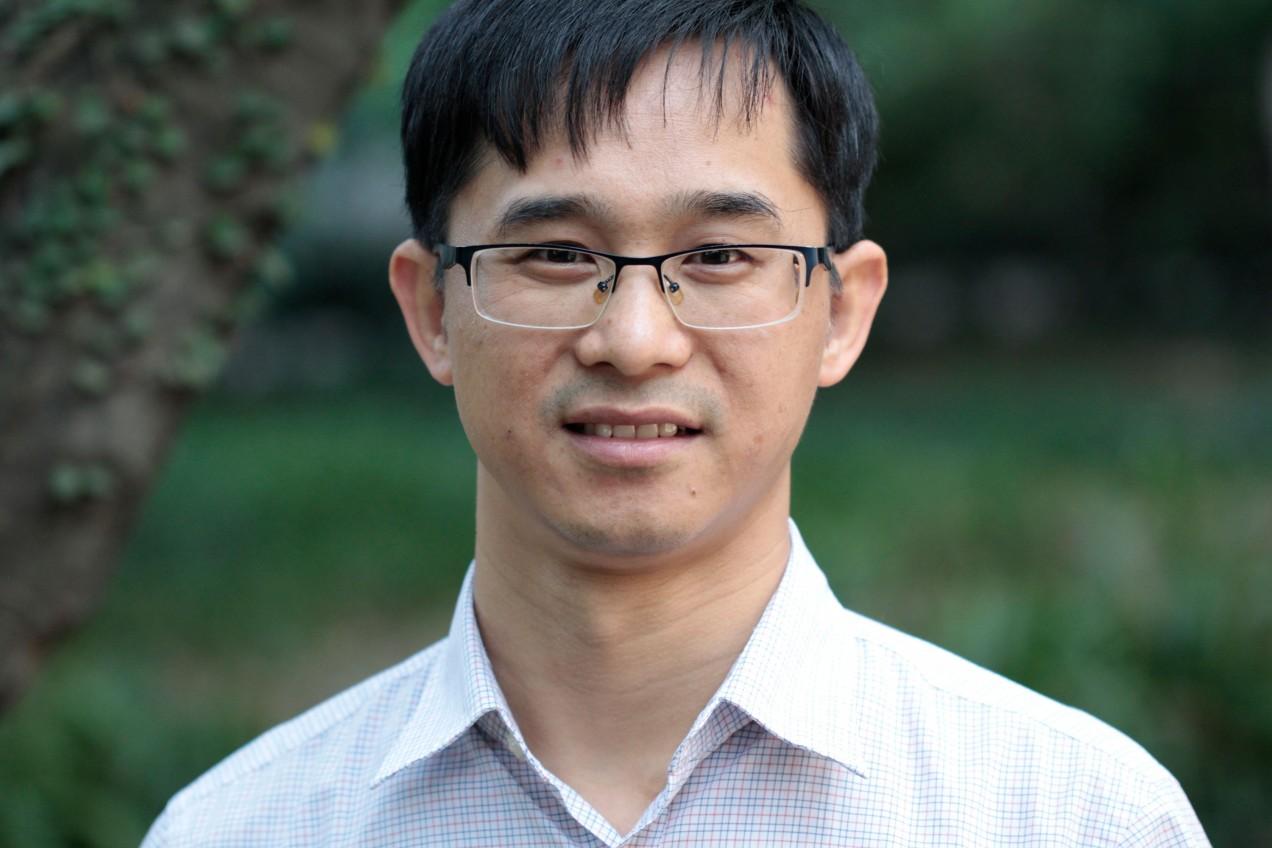Photograph of Junjiu Huang