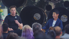 Image of Musk and Maezawa at the announcement of the first moon tourist.