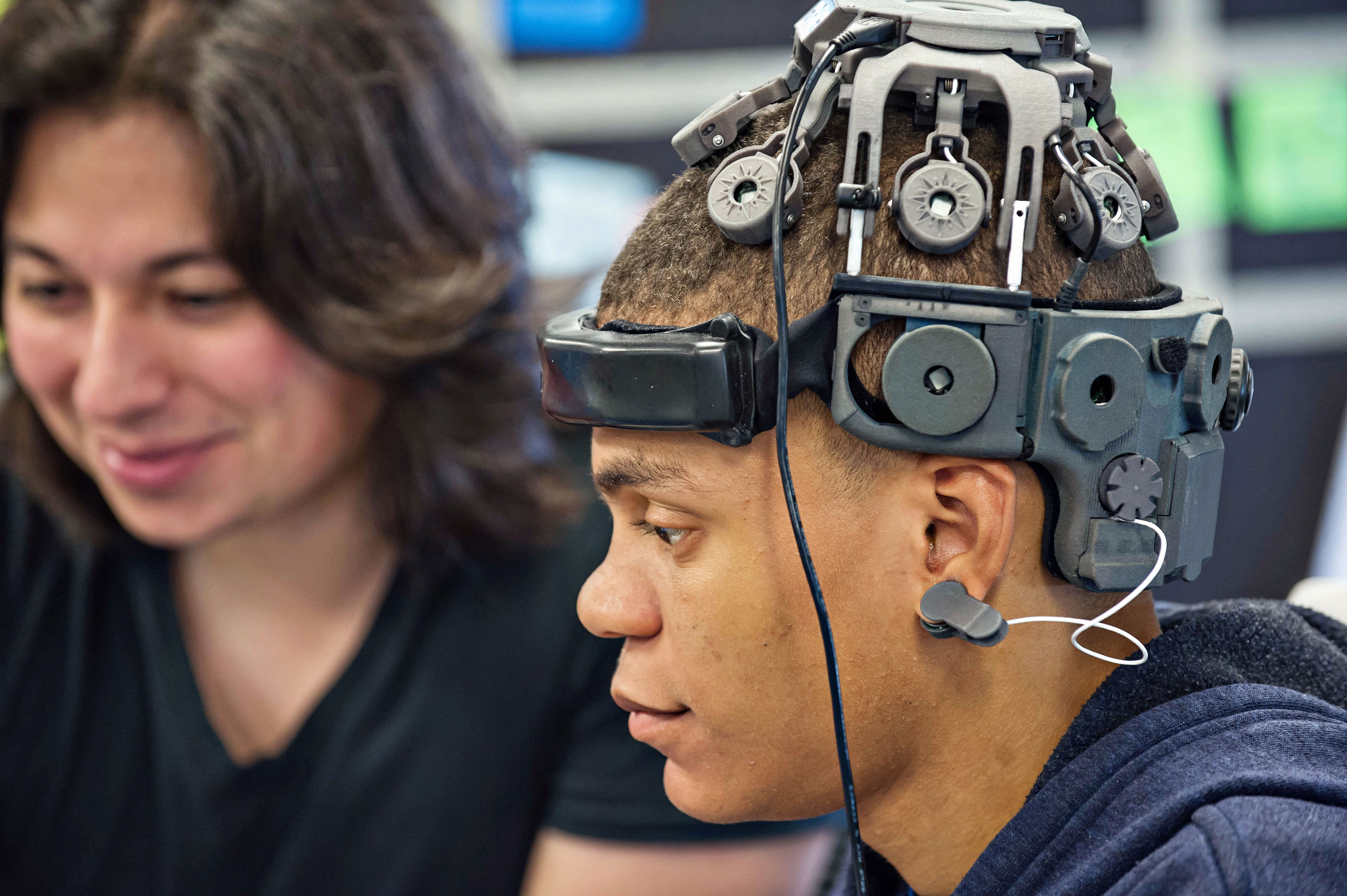 Controlling Vr With Your Mind Mit Technology Review Brain Like Computers Soon To Become A Reality