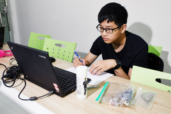 Zhou Yi, a student at Squirrel AI's Hangzhou learning center.