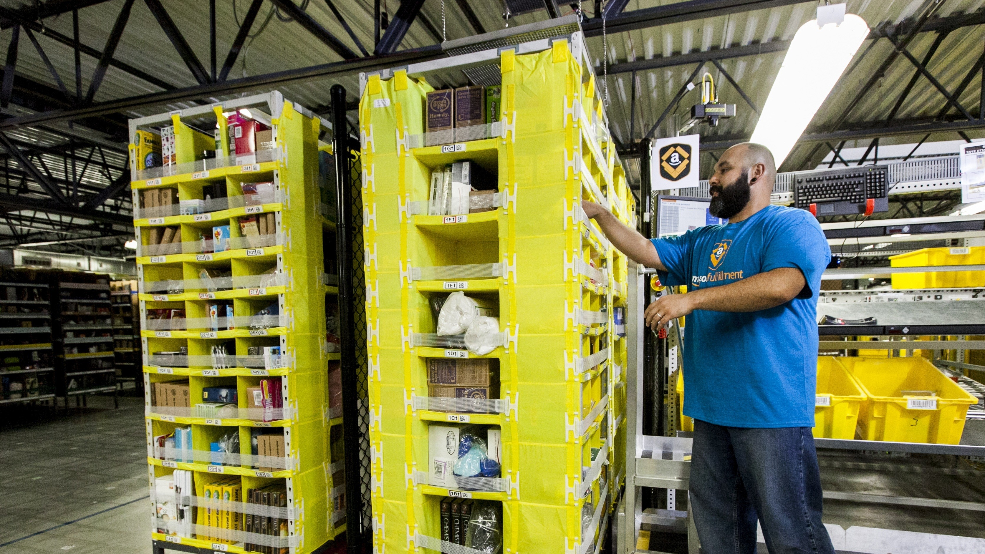 Amazon is hiring 100,000 new workers in the US to deal with the coronavirus boom