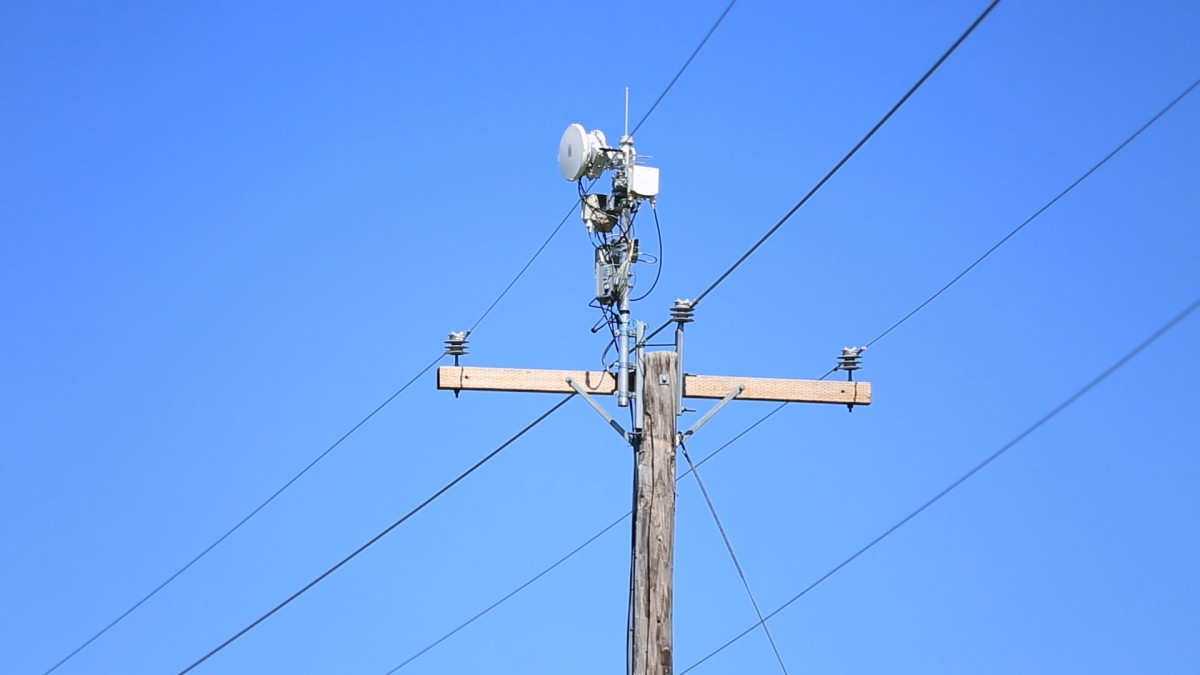 AT&T's Plan to Hack the Electrical Grid to Provide Cheap Wireless Broadband  - MIT Technology Review