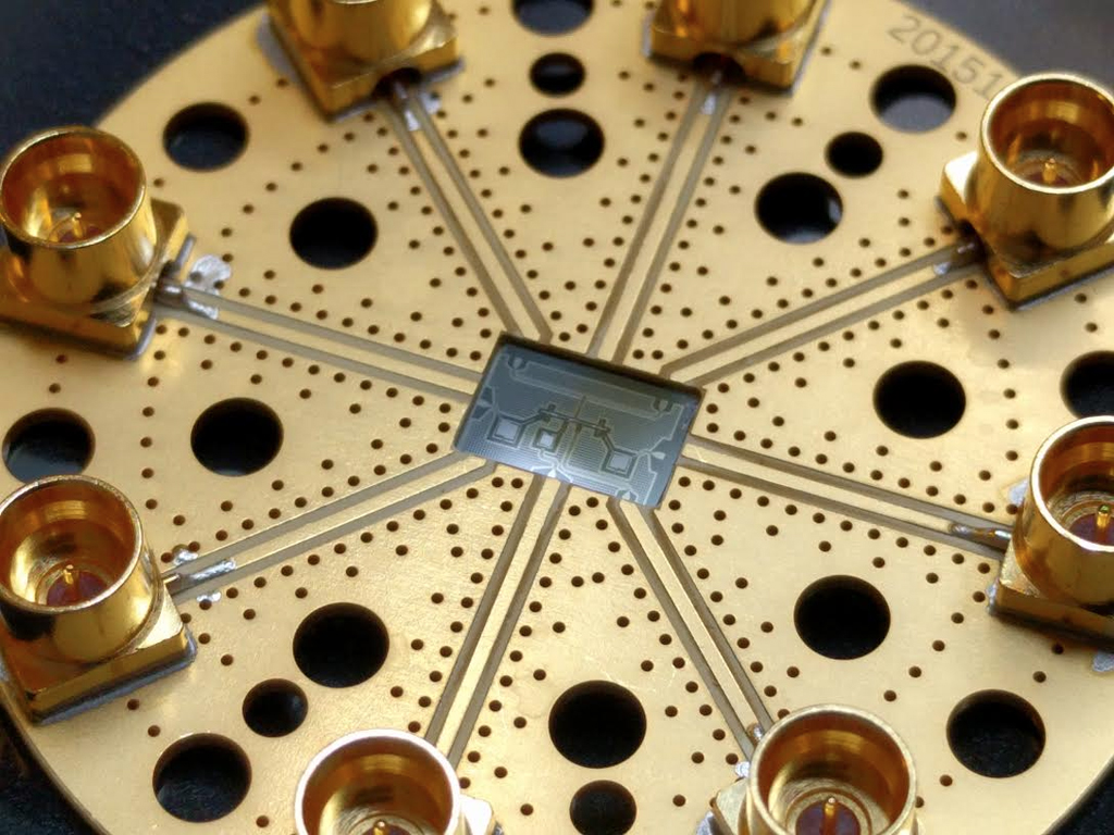 The Tiny Startup Racing Google to Build a Quantum Computing