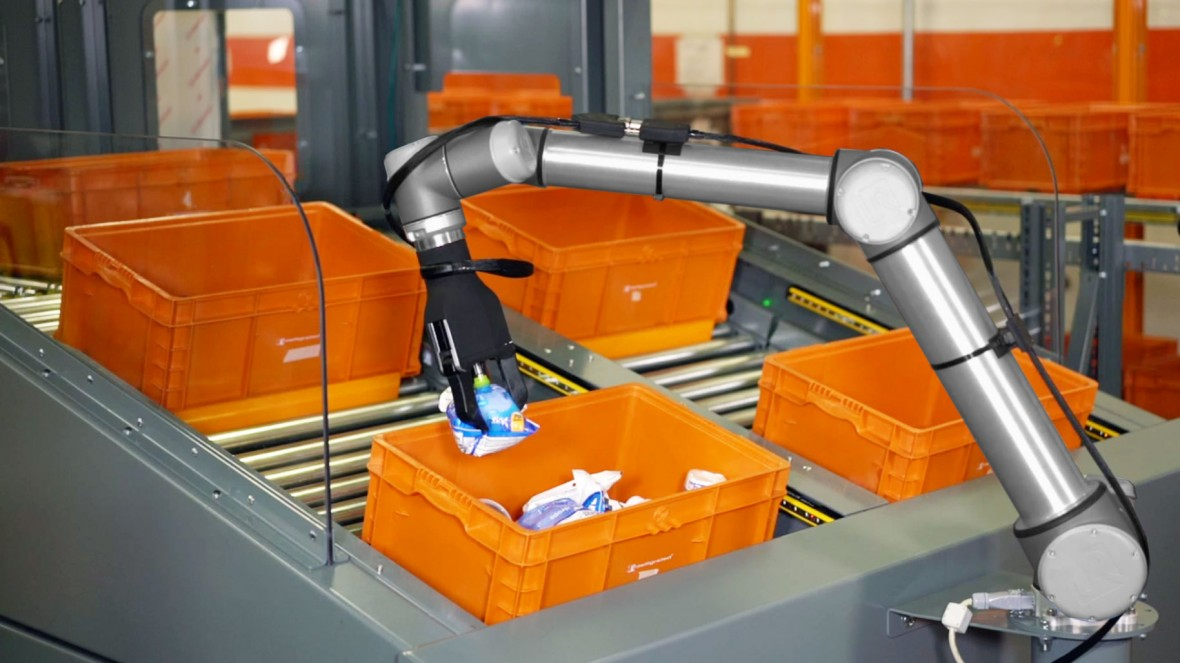 A robot with its head in the cloud tackles warehouse picking mit