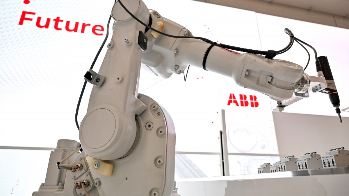 AI mavericks want to build a better brain for industrial robots