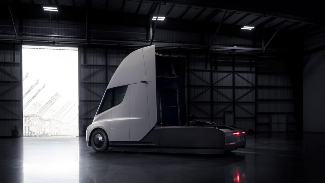 Tesla's new semi may pack impressive battery technology.