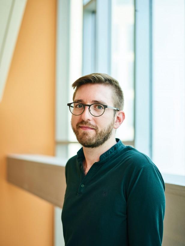 Portrait photo of Colin Buss