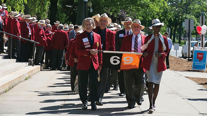 The procession of 50th-reunion attendees is led down Memorial Drive toward commencement in Killian Court by marshals Bruce N. Anderson '69, MArch '73, and former MITAA president Linda Sharpe '69, both past members of the MIT Corporation.
