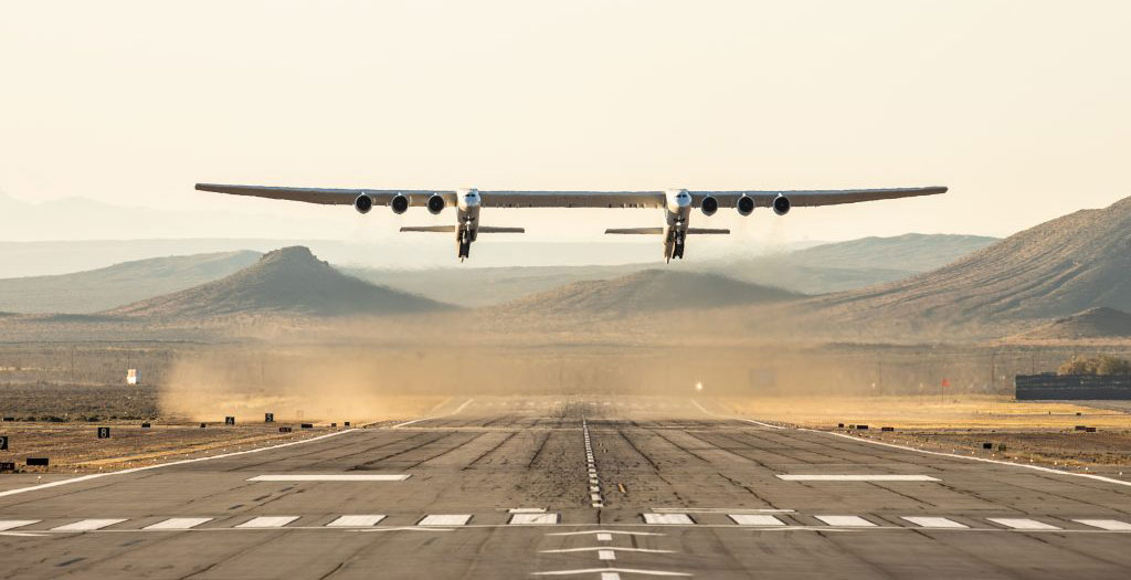 A photo of the Stratolaunch plane coming in to land