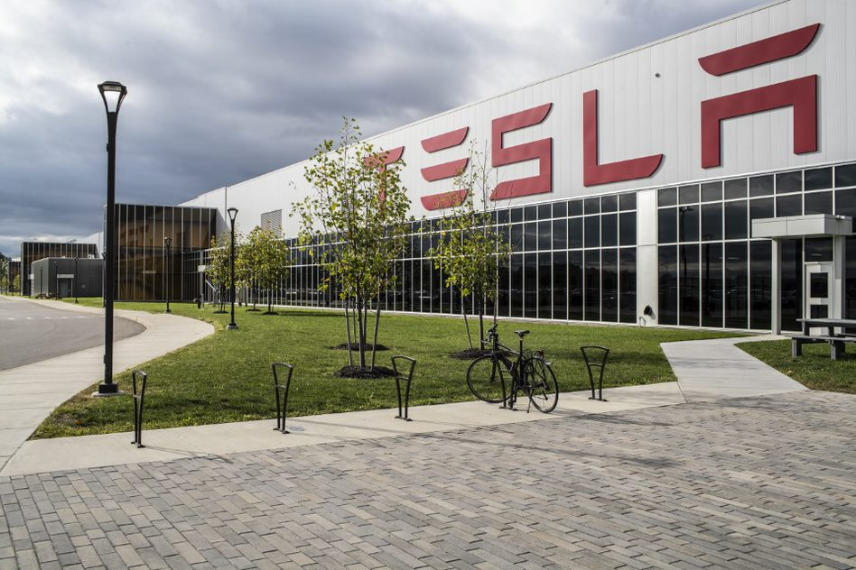 technologyreview.com - James Temple - Tesla's trumpeted solar shingles are a flop