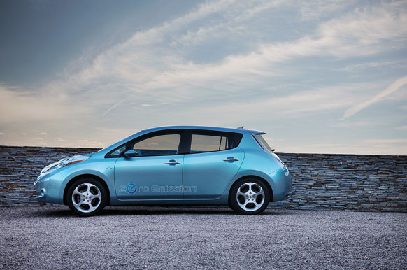 The All Electric Nissan Leaf Has A Range Of 160 Kilometers And A Top Speed  Of 145 Kilometers Per Hour. Owners Can Remotely Access The Battery  Management ...